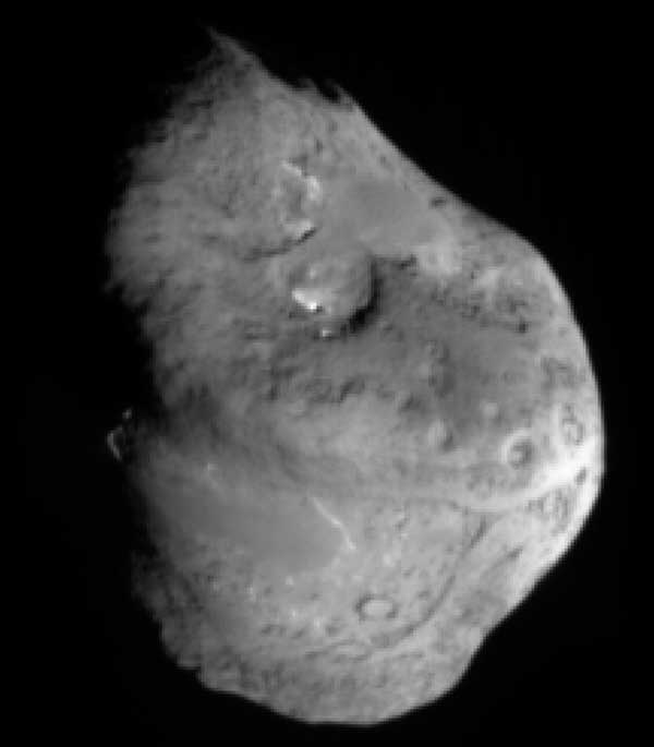 Temple 1 from impactor.  About five minutes before impact.  Image credit NASA/JPL/UMD.