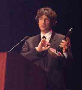 Neil Gaiman accepting the Hugo - Copyright © 2002, Suzanne Gibson.
